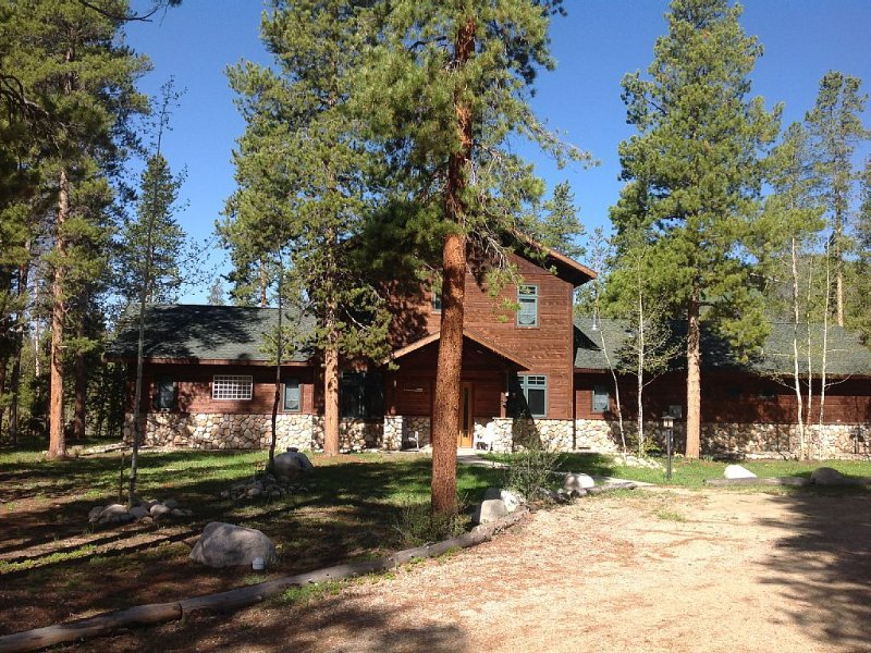 Riverfront. 5 Beds, 3 Baths, holiday rental in Grand Lake