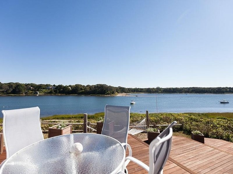 Enchanting Waterfront Escape on Pleasant Bay, location de vacances à Orleans