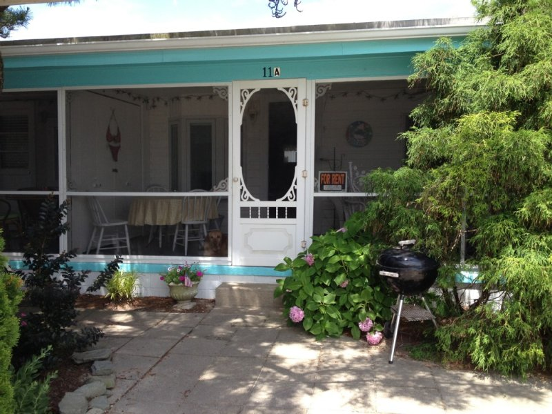 A COZY BEACH COTTAGE - NEW LOWER RATE FOR LAST WEEK OF AUGUST, location de vacances à Dewey Beach