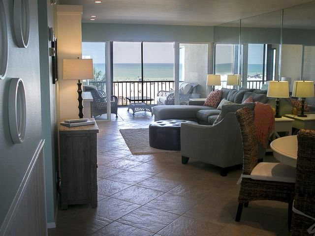 Top Floor Oceanfront View Of The #1 Beach In The USA! - Beautiful Decor!, vacation rental in Siesta Key