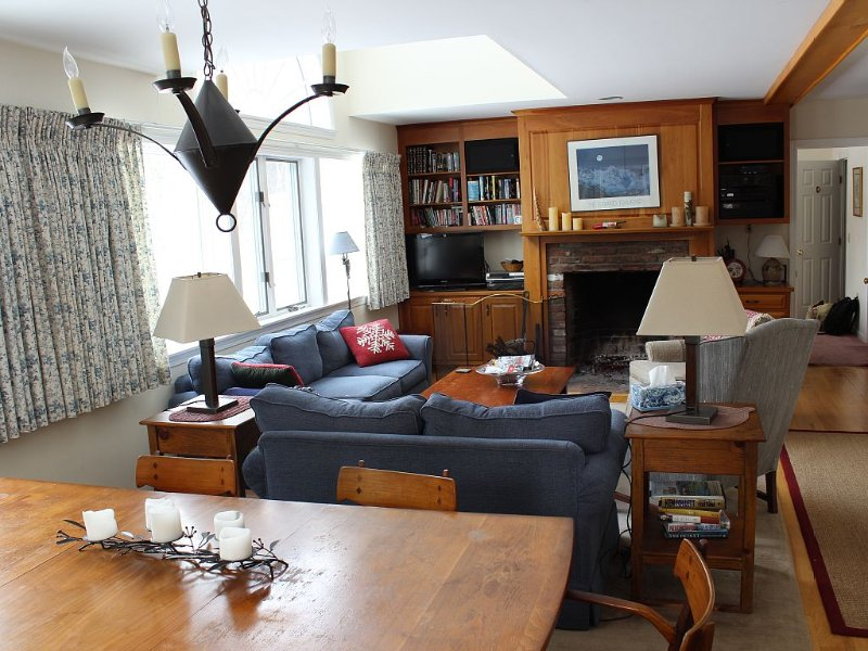 Mt. View home with new hot tub, minutes from mountain., town, alquiler de vacaciones en Stowe