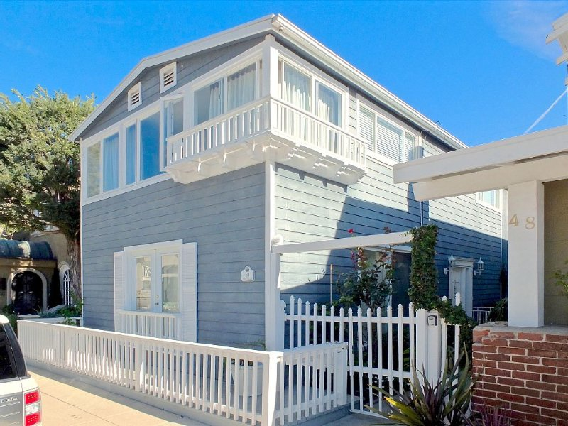 Beautiful Home, Prime Location/Large Windows/Beach Community Near Belmont Shore, vacation rental in Long Beach