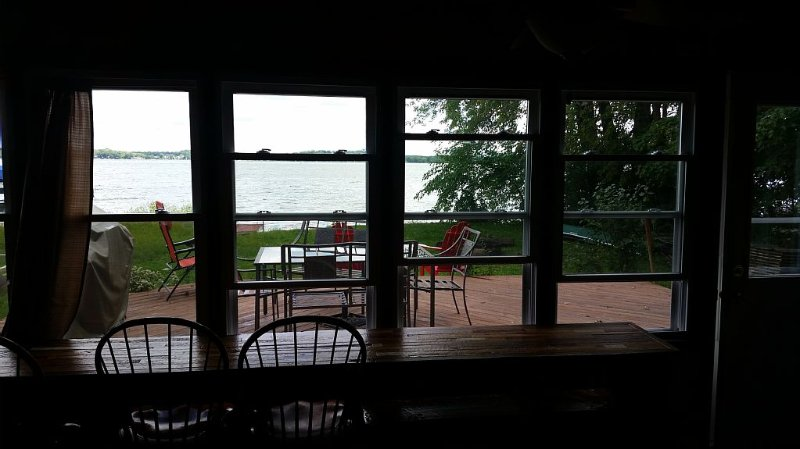 Great Location On Lake Waubesa, 10 Minutes from Downtown Madison and UW campus, alquiler de vacaciones en Madison