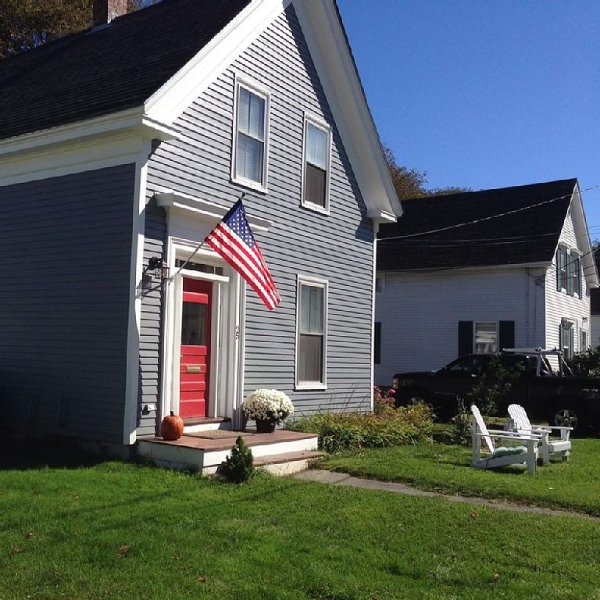 Beautiful South End home, 5 minute walk to downtown and beach!, vacation rental in South Thomaston