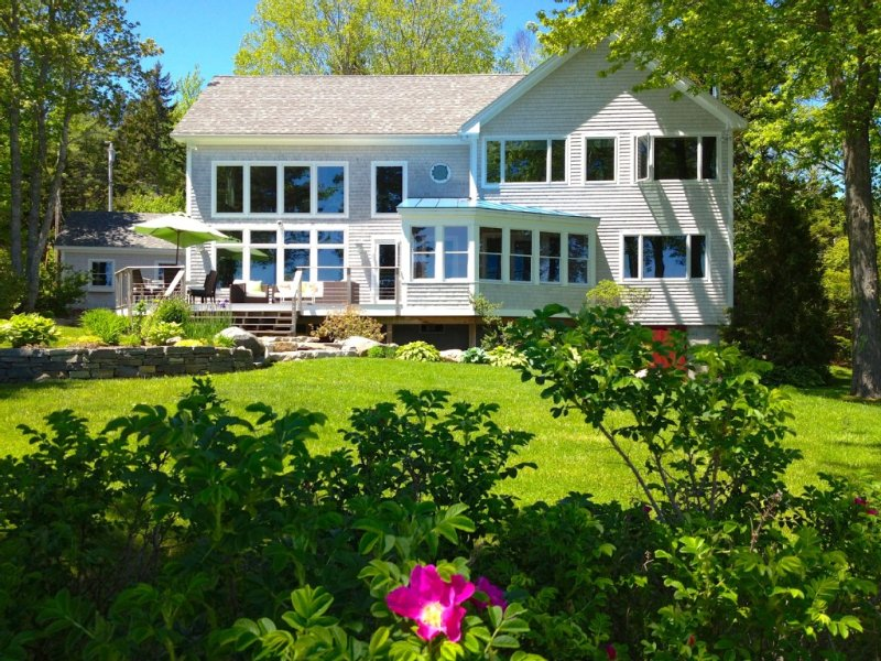 Sailor's Valentine: Bayfront Home on Private Beach with Dock and Hot Tub!, holiday rental in Spruce Head