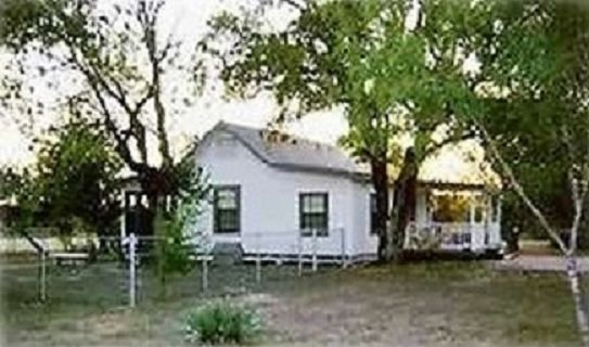 2 BR/2.5 BA House on 13 Acres, Minutes from Downtown San Antonio!!!, vacation rental in San Antonio
