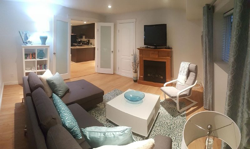 SHORT TERM VACATION RENTAL, 1 Bedroom plus Den apartment., alquiler de vacaciones en Port Coquitlam