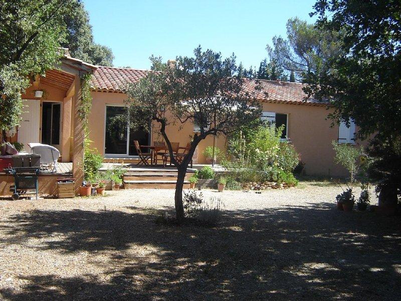 Belle maison au calme, proche des basses gorges du Verdon,, holiday rental in Montmeyan