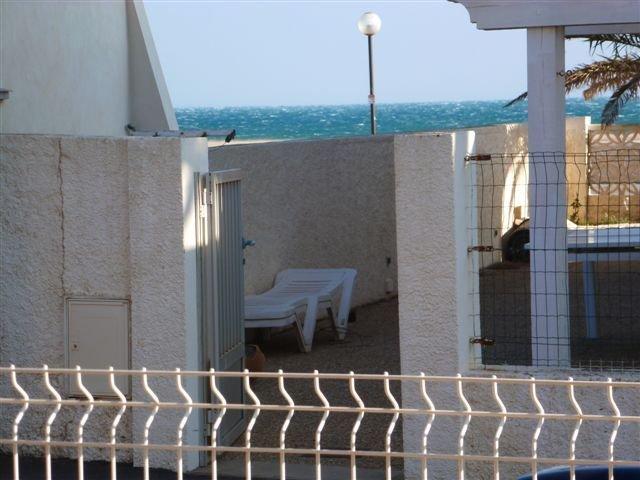 Agréable appartement, avec terrasse, calme, de 55 m2 pour 4 à 6 personnes au rdc, vacation rental in Narbonne