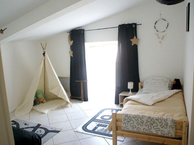 Appartement avec terrasse et cour, la campagne à 15 mn de la Place Stanislas, holiday rental in Chateau-Salins
