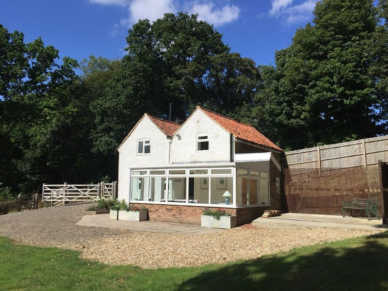 Stunning 19th Century Cottage set in the beautiful Kent countryside with views, holiday rental in Elham