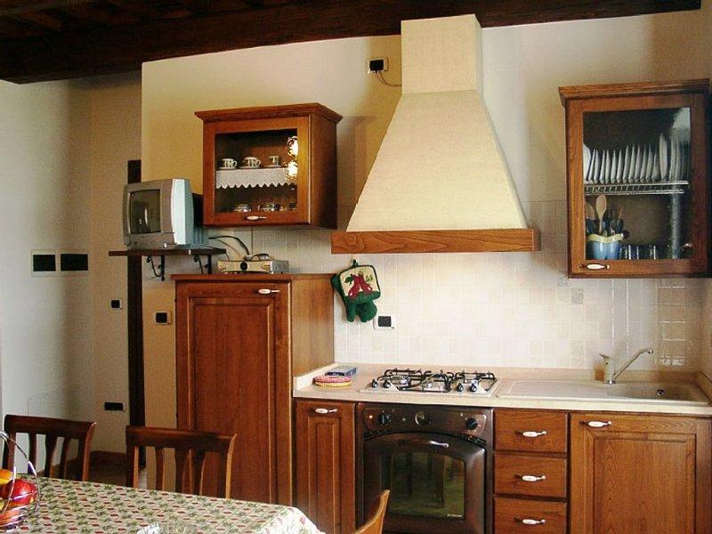 Confortevole appartamento con piscina immerso nella natura vicino Roma, holiday rental in Zepponami