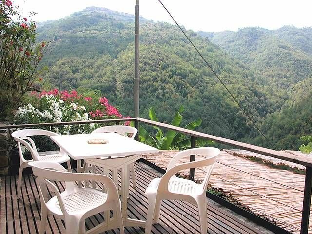 Apricale - Southfacing Holidayflat with lovely Terrace (4 Persons / 1 Bedrooms), holiday rental in Castel Vittorio