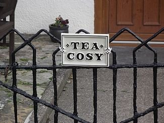 tea cosy cottage mid terrace cob house pub 500 meters beach 3 miles., vacation rental in Marhamchurch