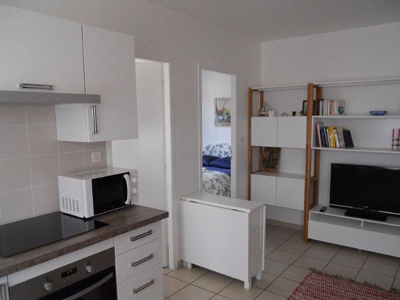 Appartement indépendant à 5 mn de l'aéroport- 2 chambres- salle de bain-cuisine, casa vacanza a Saint-Medard-en-Jalles