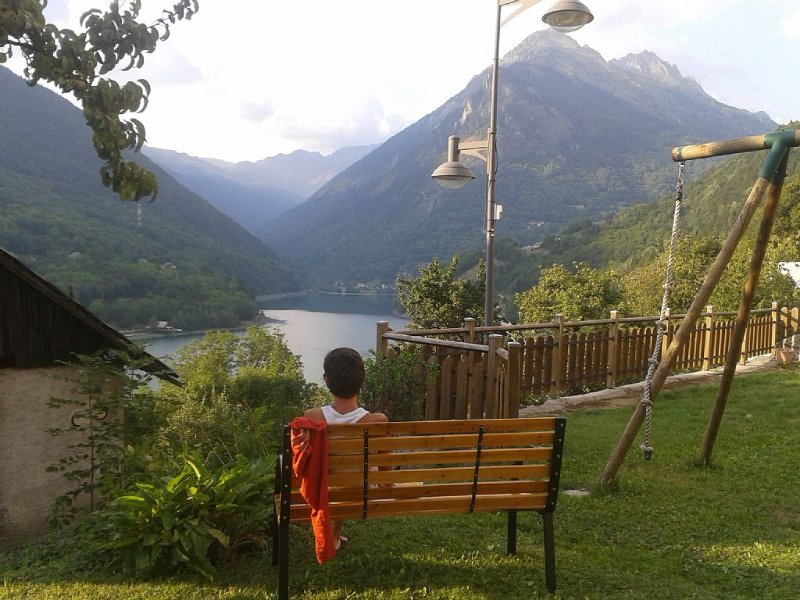Character house ideally situated for cycling/skiing/walking close to Alpe D'Huez, location de vacances à Allemond