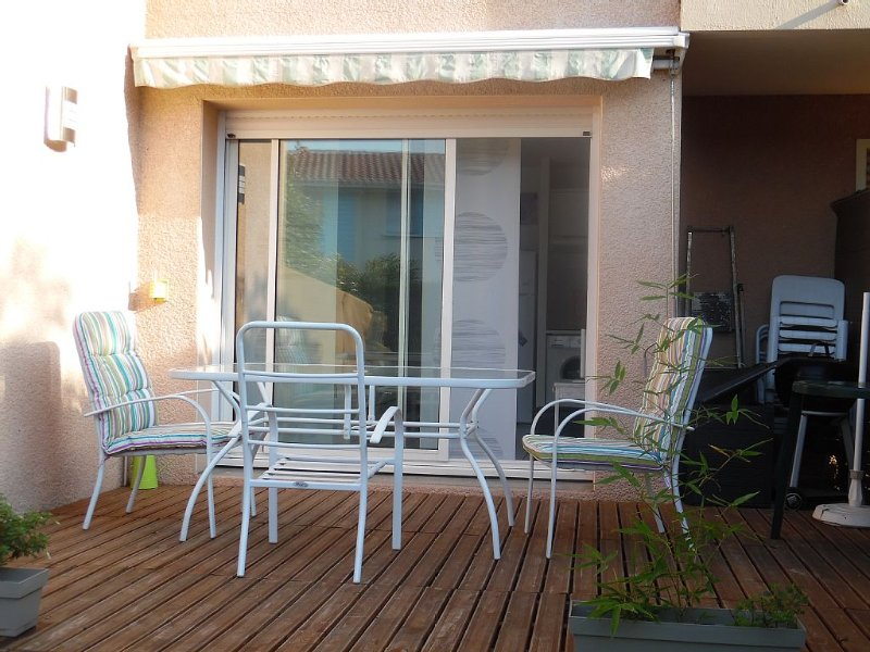 Studio Capbreton - 2 couchages  adultes -jardinet-piscine-parking, vacation rental in Capbreton
