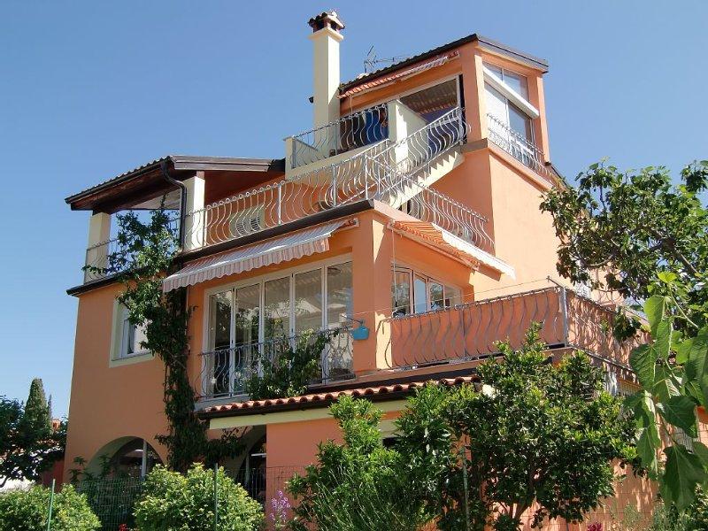 Villa mit Maisonetteferienwohnung,Meerblick und WLAN  in Rovinj-Borik, holiday rental in Rovinj