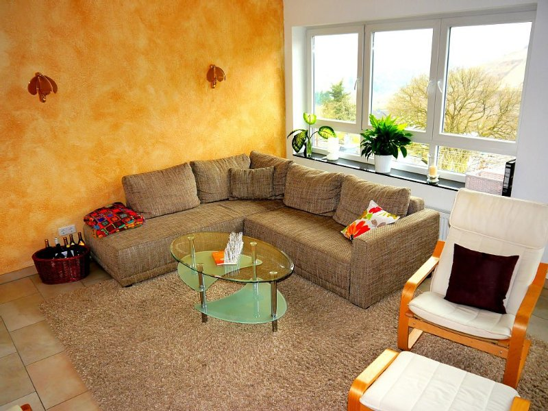gemütliche 5*  Ferienwohnung,  Moselblick, Radgarage a.d.Mosel, holiday rental in Puenderich