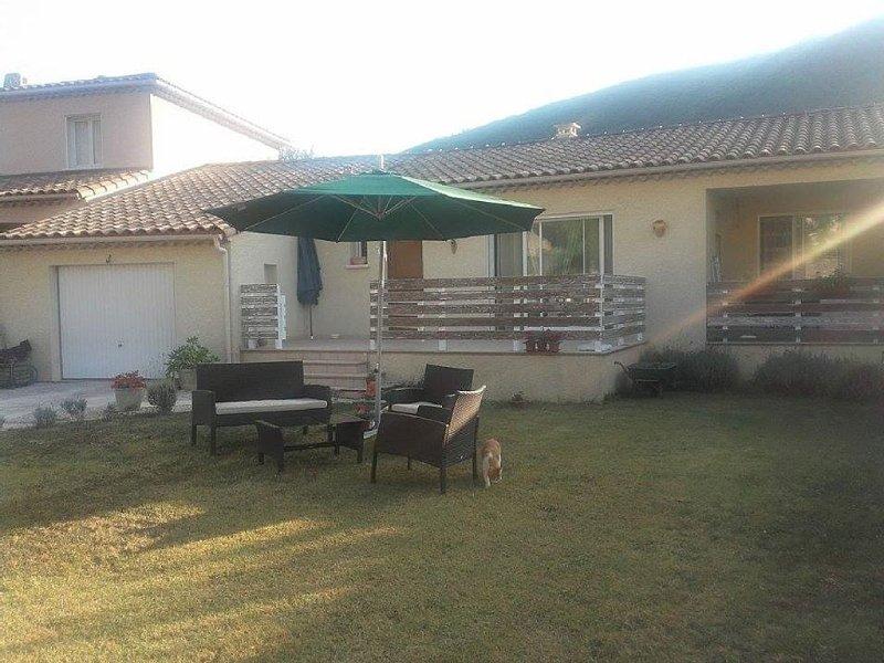 Le hameau de BONIOL très tranquille situé dans le nord du GARD  sud Ardèche, aluguéis de temporada em Le Martinet