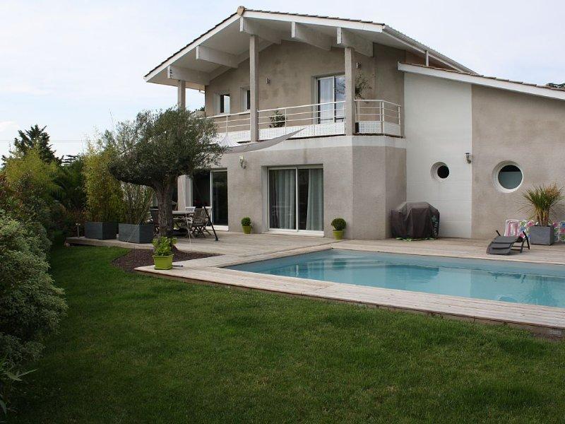 Villa luxeuse à 10 mn de Bordeaux, casa vacanza a Sadirac