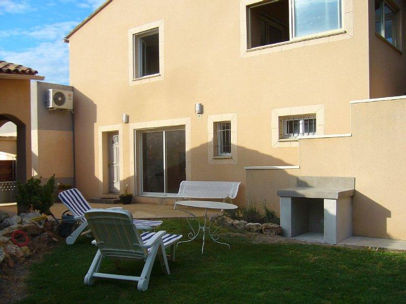 Villa au calme, vue sur les vignes et Mont Ventoux, holiday rental in Morieres-les-Avignon