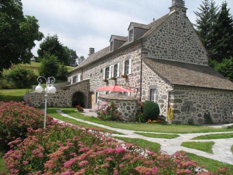 Appartement dans gîtes avec 3 chambres, jardin privatif à la campagne, alquiler vacacional en Murat