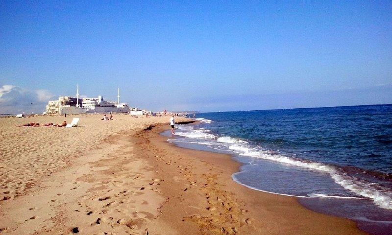 vue sur mer , accès direct à la plage sans rue à franchir, les pieds dans l' eau, casa vacanza a Le Barcares