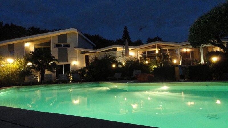 Chambres d'hôtes a proximité de Bordeaux et du vignoble de St Emilion, casa vacanza a Sadirac
