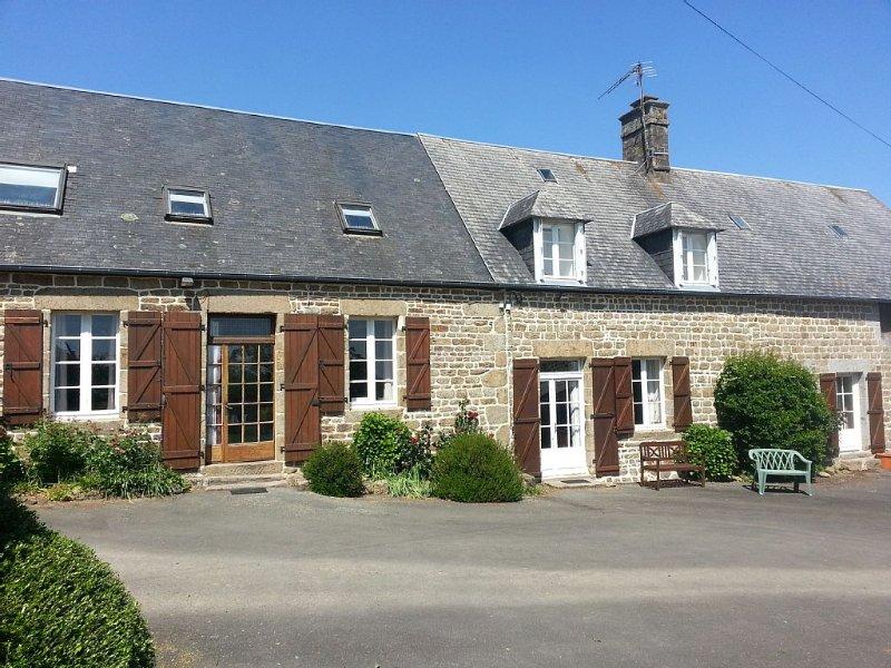 Beaux gîtes rural pour 15+ personnes - avec piscine privée - chauffée avril-sept, location de vacances à Saint-Aubin-de-Terregatte