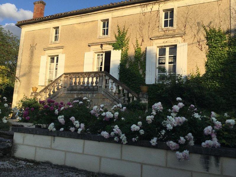 Maison de Famille dans village médiéval, holiday rental in Faux