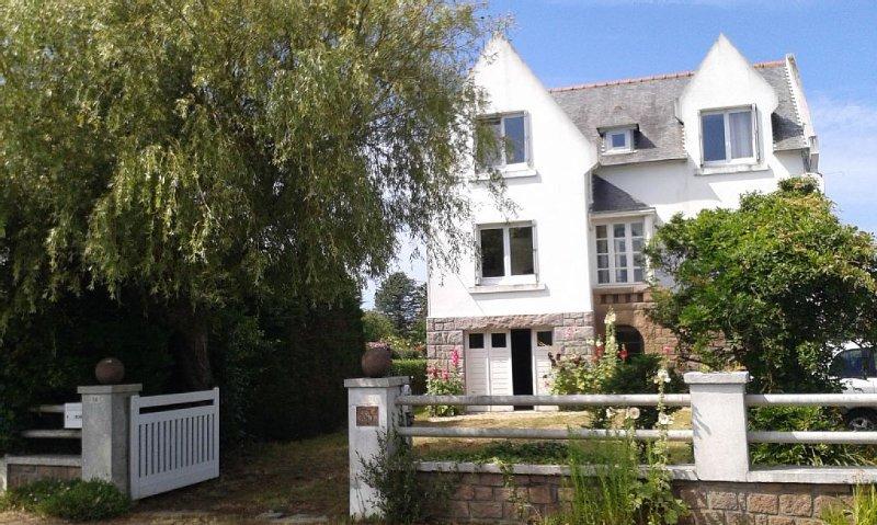 Maison familiale, Trégastel Plages/Côte Granit Rose, casa vacanza a Tregastel