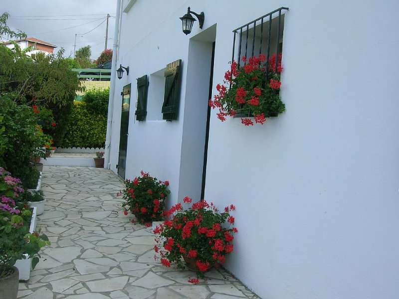 grand T3 rez de chaussée dans maison individuelle, holiday rental in Villefranque