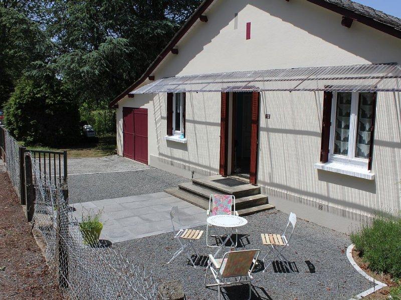 Location 2 ou 4 personnes petite maison proche La Bourboule et le Mont Dore, holiday rental in Margerides
