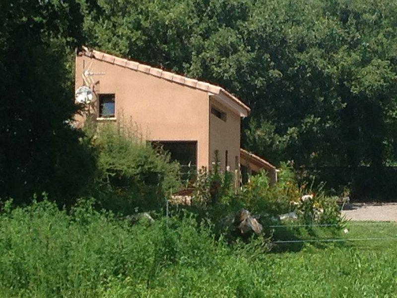 Duplex de 40 m2 près d'une rivière, holiday rental in Saint-Alban-Auriolles