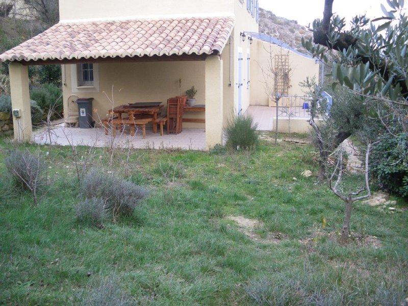 Gîte en campagne près d'Avignon pour 4/5 personnes, location de vacances à Châteauneuf-du-Pape