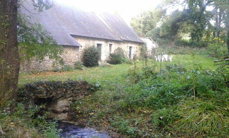 Ancien Moulin à eau pour vacances romantiques, vacation rental in Le Lude
