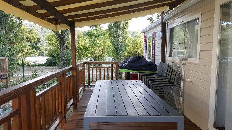 Salon de jardin avec 6 fauteuils.