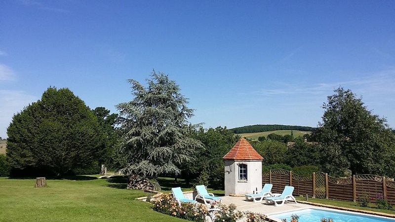Maison avec Piscine pour encore plus de plaisir., holiday rental in Vault-de-Lugny