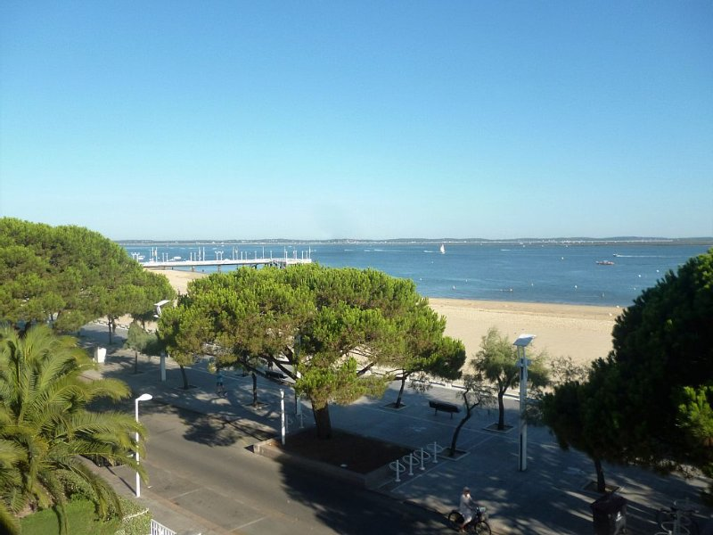 Magnifique vue sur le Bassin, en plein centre et sur la plage…, vacation rental in Arcachon