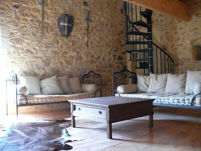 Gîte médiéval 'Pastourelle' dans Mas du XVIII ème, holiday rental in Bollene