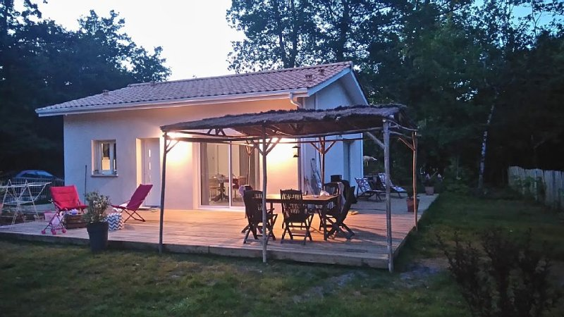Charmante maison neuve - Proche océan et Forêt - Tranquillité - 2 Vélos - wifi, location de vacances à Talais