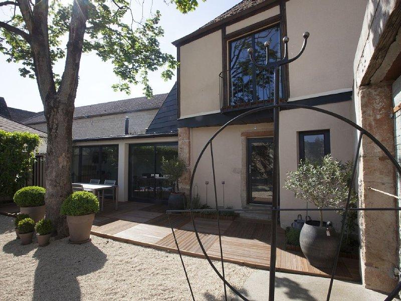 Maison-loft à 200m du centre ville avec jardin et parking gratuit, alquiler de vacaciones en Beaune