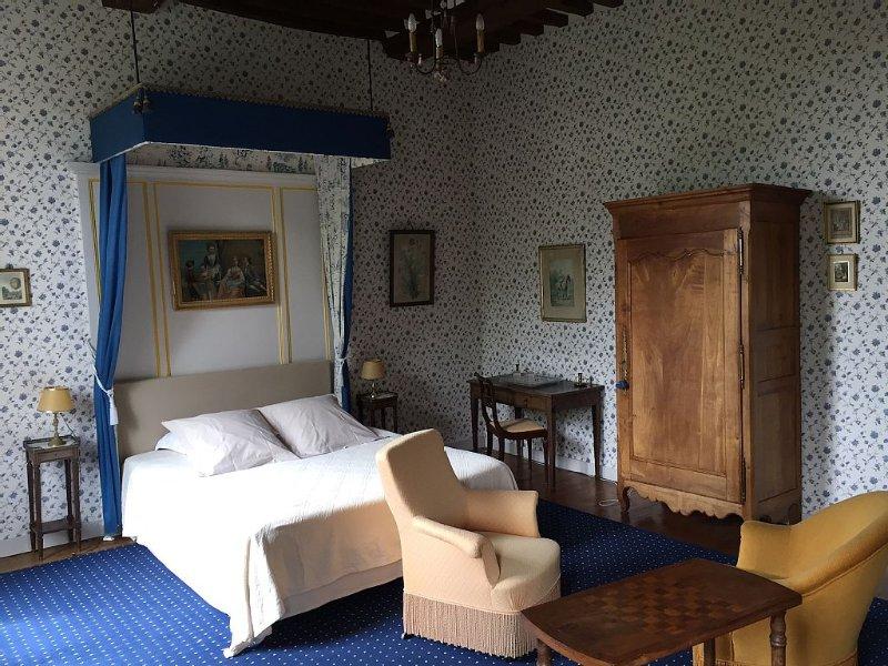 Chambre bleue Le Château d'Asnières en Bessin - Omaha Beach, location de vacances à Vierville-sur-Mer