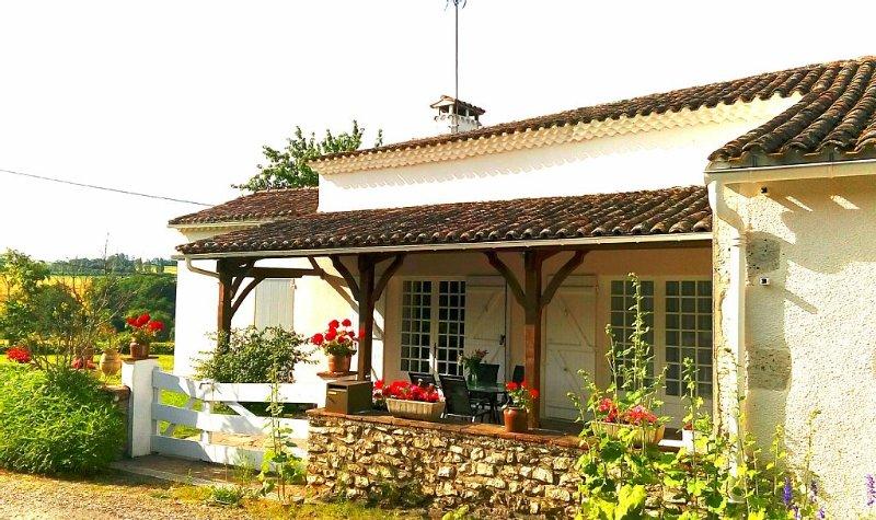 charmante maison à la campagne au calme, holiday rental in Mezin