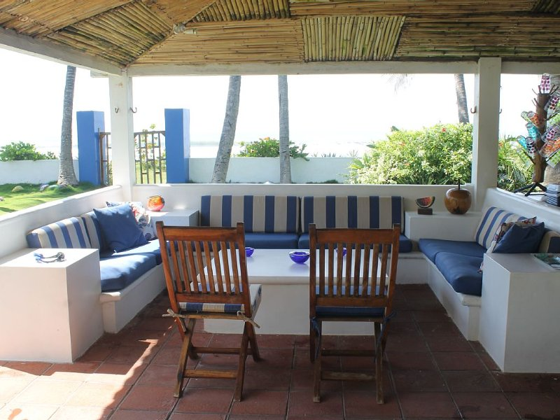 Beautiful Beachfront Villa - Family Friendly – Steps from the Ocean, Metalio, alquiler de vacaciones en El Salvador