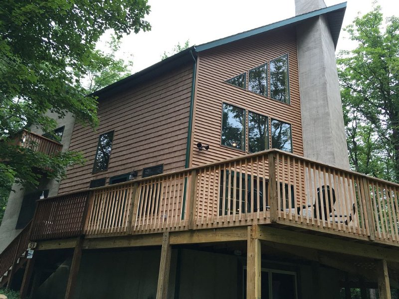 Front of Home w/ Wrap-Around Deck