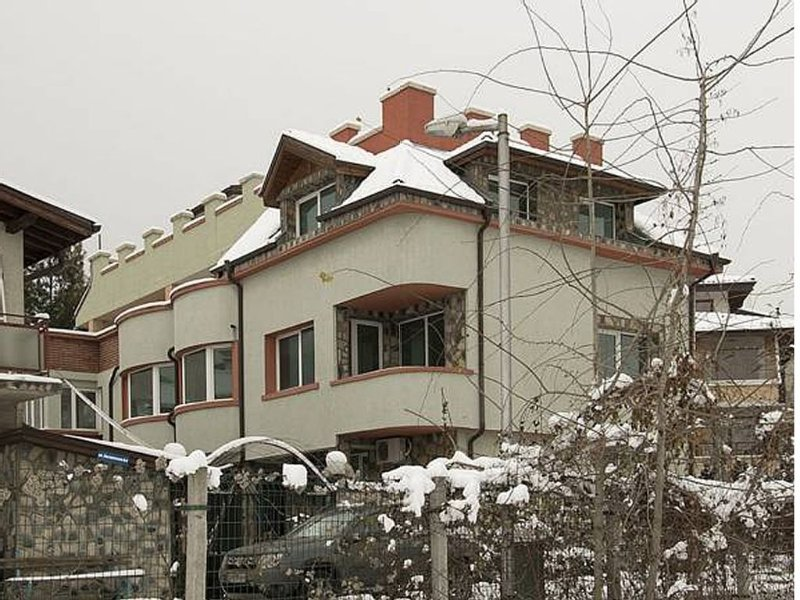 Guest House 'Momchil', vacation rental in Vladaya