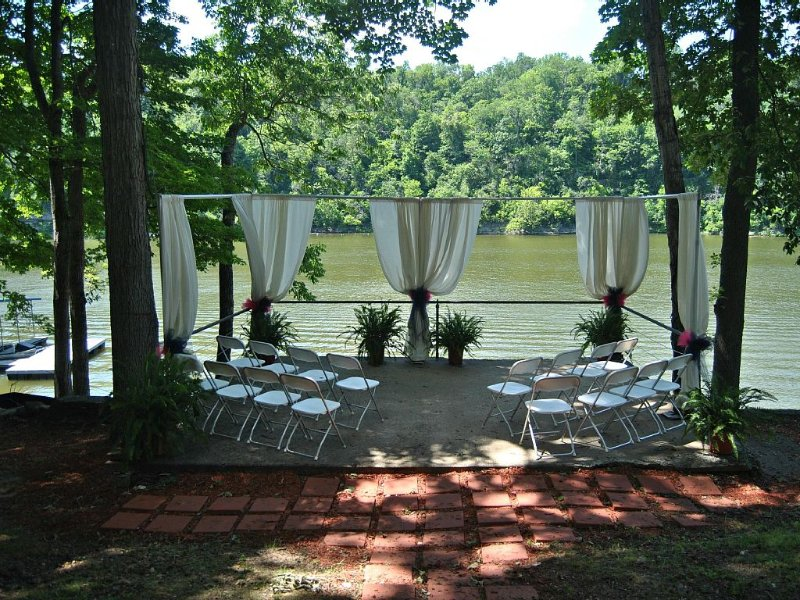 Enjoy A Lakefront Retreat! Discounted November rates &1 night rentals allowed!, vacation rental in Perryville