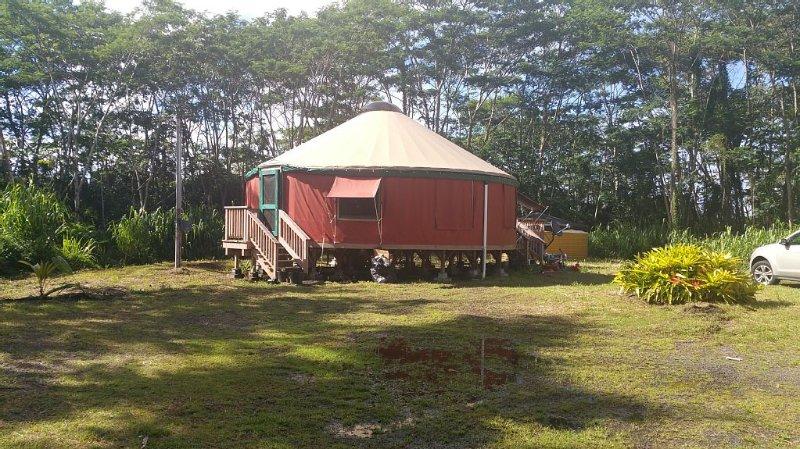 Peaceful Yurt near the Ocean, vacation rental in Keaau